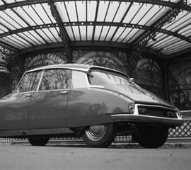 FILM de Gilles CAYATTE: La déesse de la route.